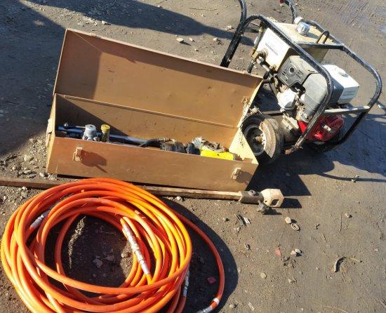 Hydraulic valve operator