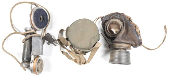 3 X GERMAN WW1 ITEMS: FIELD HAND HELD TELEPHONE. 1917 GAS MASK in original metal container with stra