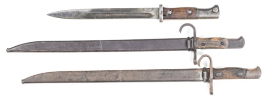 3 x JAPANESE ARISAKA BAYONETS: LATE PRODUCTION TYPE 30; g. blade & hilt; p. grips; w/s. EARLY TYPE 3