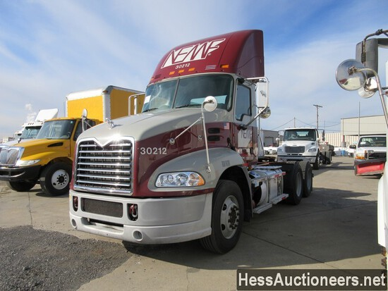 2012 MACK PINNACLE T/A DAYCAB