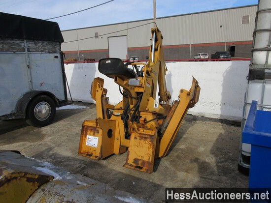 CASE D125 BACKHOE ATTACHMENT