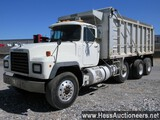 2001 MACK RD688S TRI AXLE DUMP,  HESS REPORT ATTACHED, 318611 MILES ON ODO,