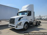 2015 VOLVO VNL T/A DAYCAB,  TITLE DELAY, HESS REPORT ATTACHED, 439112 MILES