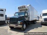2000 INTERNATIONAL 27' REEFER BOX TRUCK, 667665 MILES ON ODO, 52000 GVW,