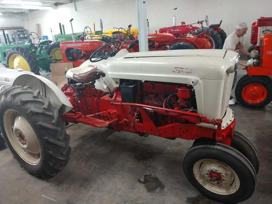 1977 Ford Model 700 Tractor