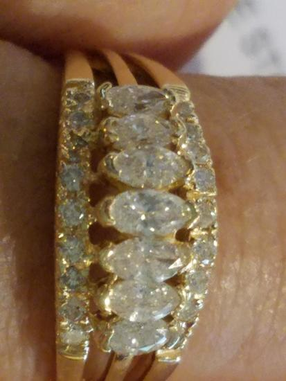 7 Marquise Diamonds Mounted in The Center of a 14k Yellow Gold Band