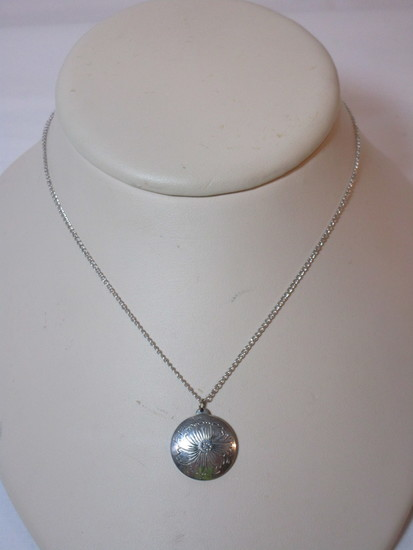 """Kirk Pewter Floral Pendant on 16"""" Chain"""