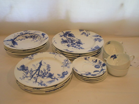 "Williams & Sonoma ""Ormonde"" - 4 Place Settings of China    20 Pcs."
