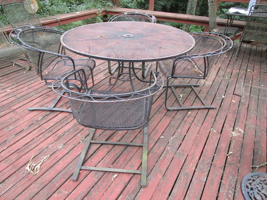 Wrought Iron Round Top Patio Table w/4 Chairs