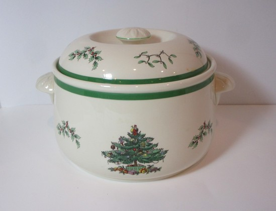 """Spode """"Christmas Tree"""" - 7 1/2"""" Covered Bean Pot - Oven to Table"""