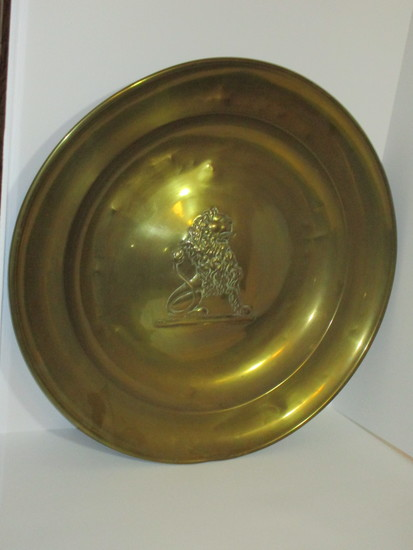 "24"" Round Brass Tray w/Embossed Lion"