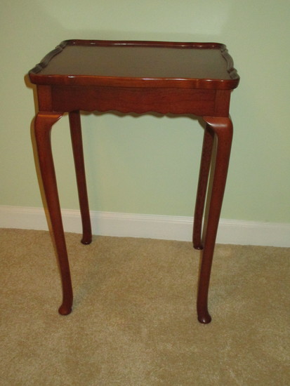 """Small Mahogany Queen Anne Style Accent/Wine Table   21"""" T x 14"""" W x 12"""" D"""