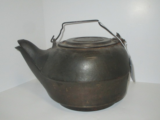 """Early Cast Iron Kettle #8 6 5/8"""""""
