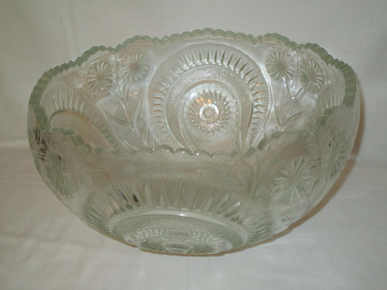L. E. Smith Early American Pressed Glass Punch Bowl in the Pinwheel & Star Pattern