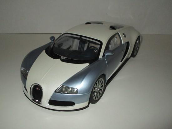 Bugatti Veyron 16.2 Production Car, w/COA by Auto Art