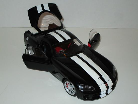 Dodge Viper SRT - 10 Coupe 1:18 Scale Die Cast Model