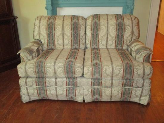 Kroehler Comfort Coil Upholstered Love Seat