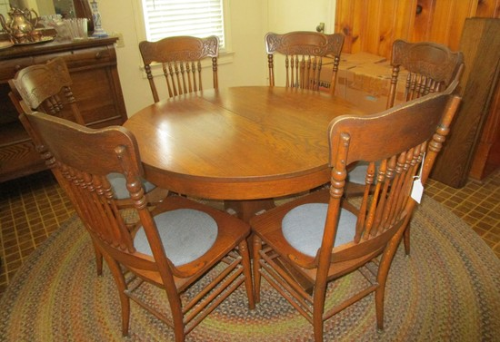 Tiger Oak Dining Table w/3 leaves, 6 Spindle Back Chairs