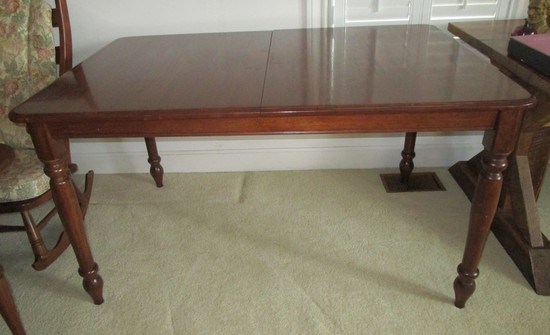 Mahogany Dining Table w/2 Stored Leaves by Universal Furniture