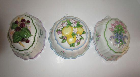 """3 Porcelain Molds w/ Fruit in Relief - 1986 Franklin Mint """" Le Cordon Blue"""" Collection"""