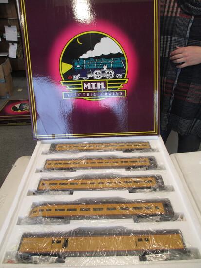 M.T.H Electric Trains Union Pacific Painted 70' Scale Aluminum Car Passenger Set
