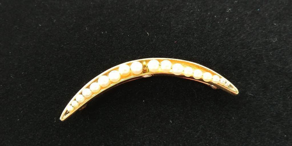 14 kt, y/g half moon 18 cultured pearl pin