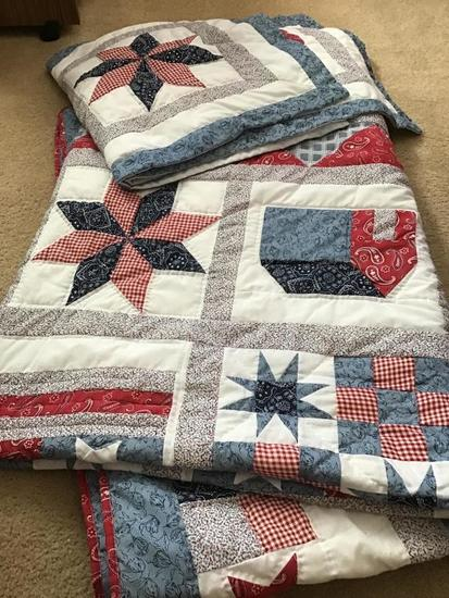 King sized bed quilt and shams America themed