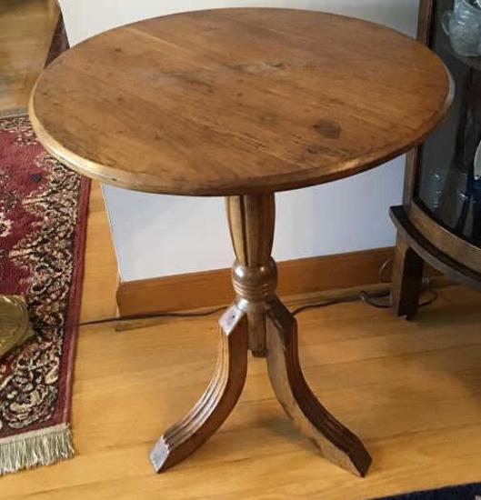 Oak Pedestal Table. 27 Tall X 21 Wide