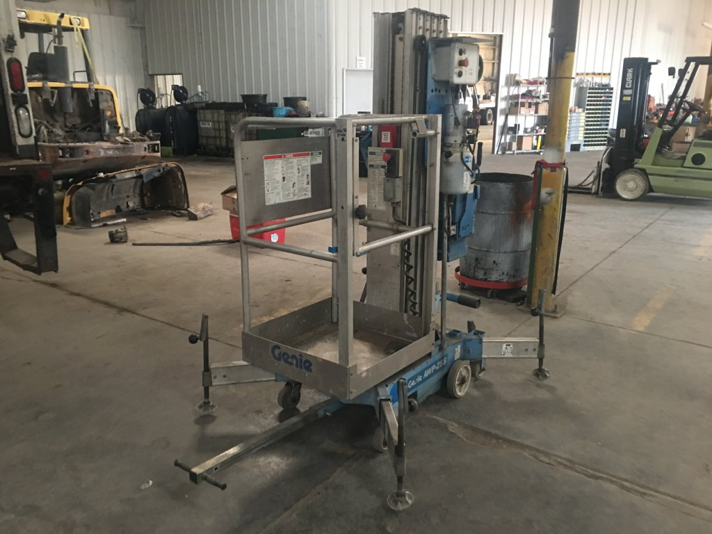 2008 Genie Electric Lift