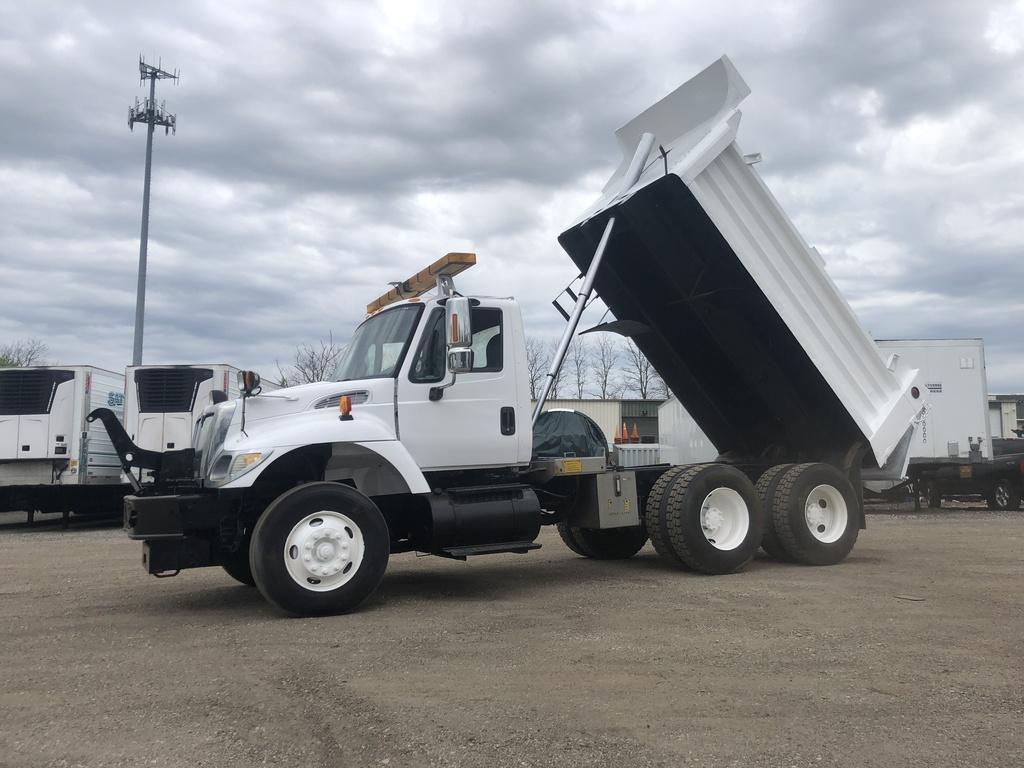 2003 Internatinoal 7400 Dump Truck