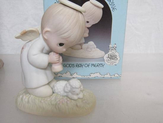 Precious Moments GOD/'S RAY OF MERCY Figurine 1984 PM841 Members Only in Box