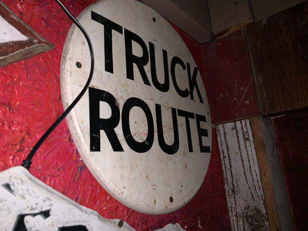 Truck Route Sign and Arrow Sign