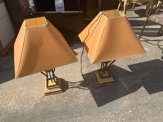 Pair of table lamps With shades