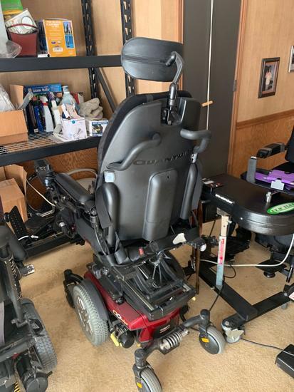 iLevel Q6 Edge Power wheelchair with dual controls