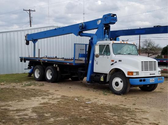 2001 International 4900 T/A Boom Truck
