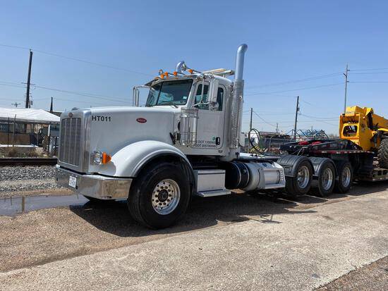 2014 Peterbilt 367 Tri-Axle Daycab Truck Tractor