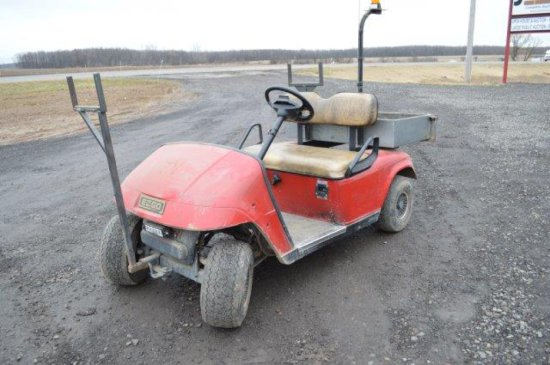 ELECT GOLF CART W/ CHARGER, DUMP, (WORKS GREAT)