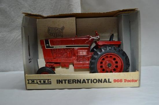 IH 966 Special Edition (paint chips)