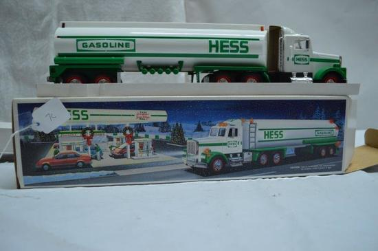 Hess tanker truck w/ lights and sounds)