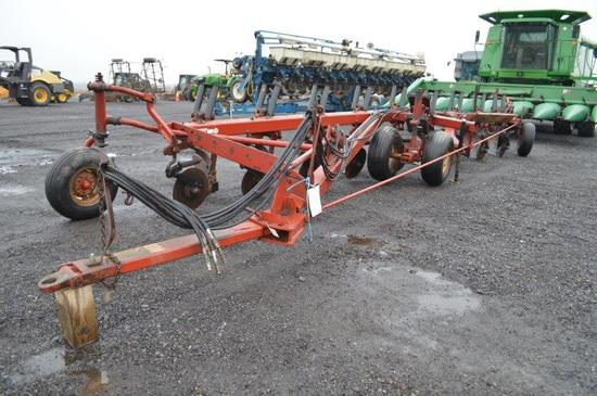 CIH 800 Series 9 bottom plow