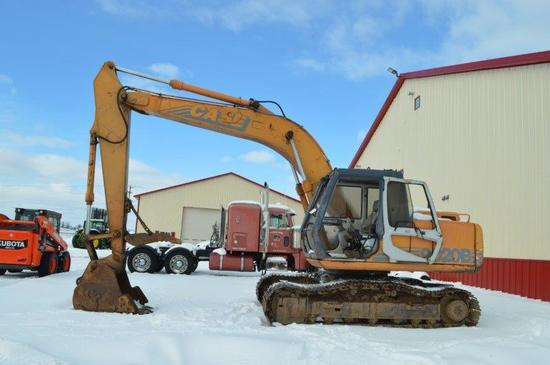 Case 9020B excavator w/ 5,430 hr, 40'' digging bucket, manual thumb, 24'' t