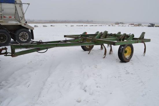 JD 1600 8 tooth chisel plow
