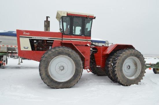 INT 4366 tractor w/ 18.4R38 duals, 3 remotes, bare back, 6,925 hrs, 10 sp t