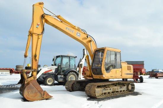 "JD 490 excavator w/ 33"" digging bucket, 5,748 hrs, 2 speed, 28"" track"