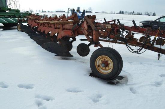 Wil-rich 8 bottom onland moldboard plow