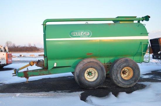 Sarrazin 2200 gallon liquid manure spreader w/ 21.5L-16.1 rubber