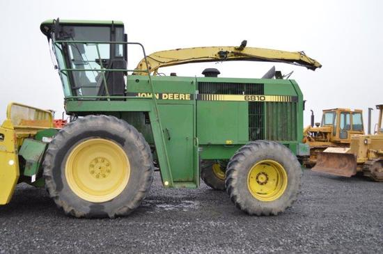 JD 6810 chopper w/ 4wd, 7,108/4,340 hrs, hydro, 20.8-38 tires, rear hyd.