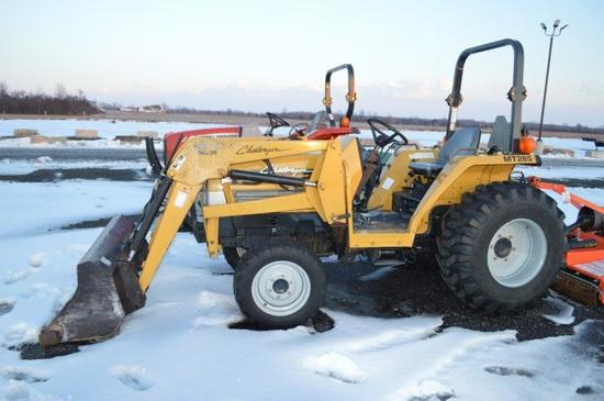 Challenger MT285 tractor w/ ML30 loader, 4wd, 508 hrs, hydro, 540 PTO, 2 re