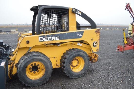 JD 320 skidloader w/ hyd. quick attach, rear weights, 12-16.5 tires