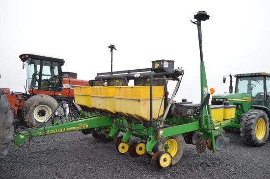 JD 1780 Max Emerge Plus, no till 6 row planter w/ dry fert and cross auger,
